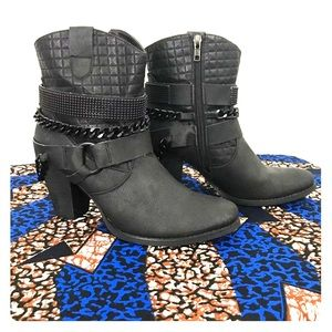 Shoes - 💫Very Volatile Boots💫